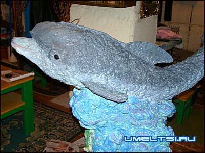 дельфин из пены