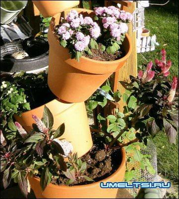 Цветочные горшки как декор для сада