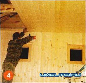 обшили потолок планками