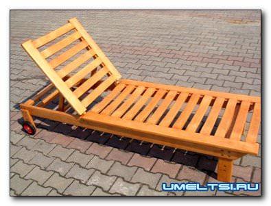 деревяный шезлонг