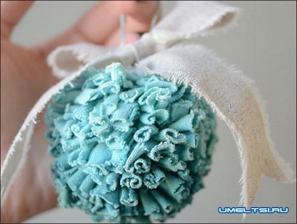 новогодний шарик из ткани
