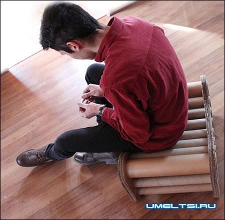 Прочный стул из картона