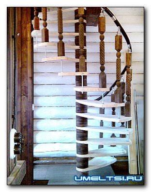 Винтовая лестница на второй этаж в частном доме своими руками