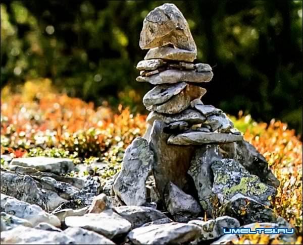 украсить сад камнями