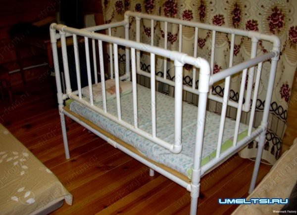 кроватка- поделки из пластиковых труб