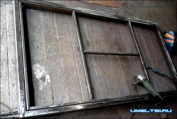 железные двери в парадную