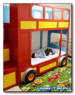 Двухъярусная детская кровать-автобус