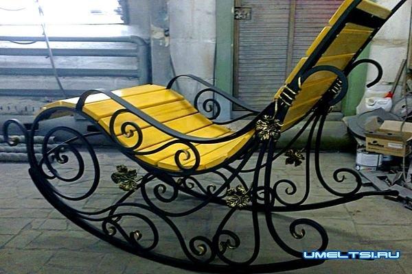 Наиболее распространенные модели кресла-качалки: метелл