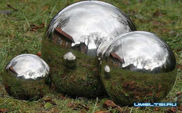 Идеи оформления двора-зеркальные предметы