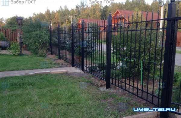 Какой забор лучше поставить в частный дом?