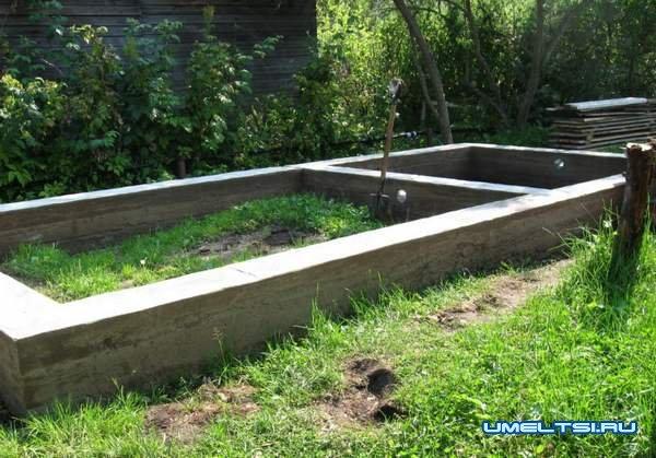 Строительство бани - фундамент готов