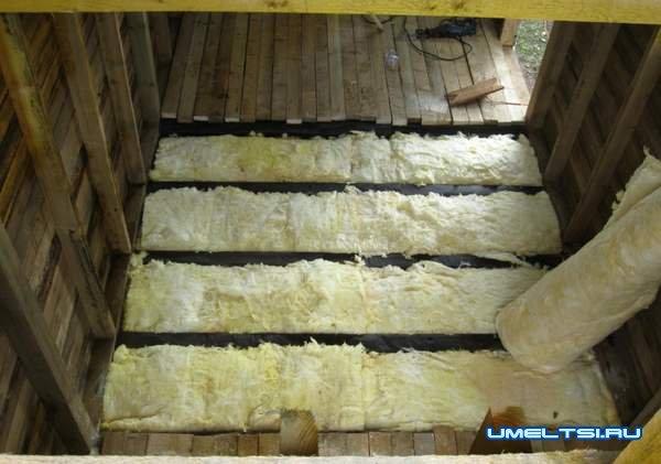 Строительство бани - заложили утеплитель
