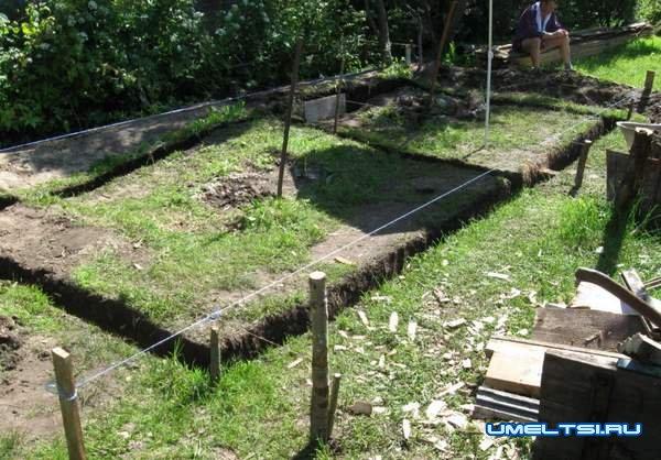 Строительство бани - размечаем траншею