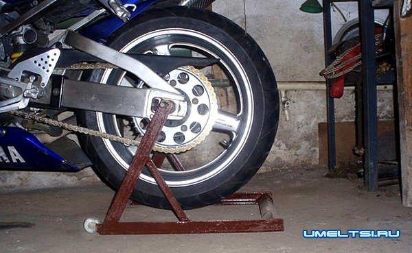 Подставка под мотоцикл-фото