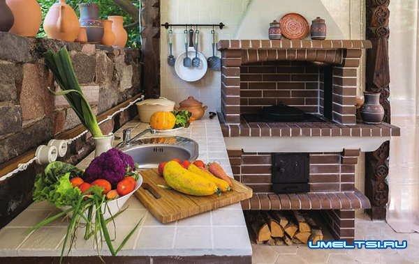 летняя кухня с барбекю: фото