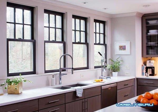 окно на кухне в ее дизайне