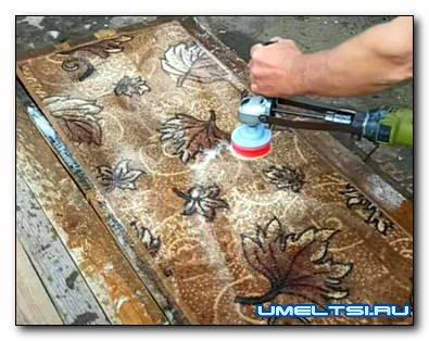 Приспособление из дрели для чистки ковров